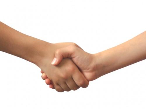 握手をしている