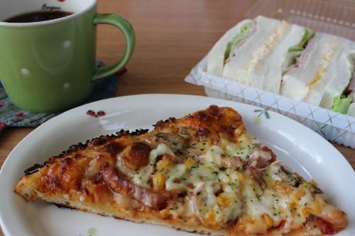 ピーターパンのピザとサンドイッチ